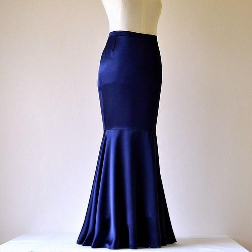 Saténová sukně tmavě modrá (sleva z 1279,-Kč)