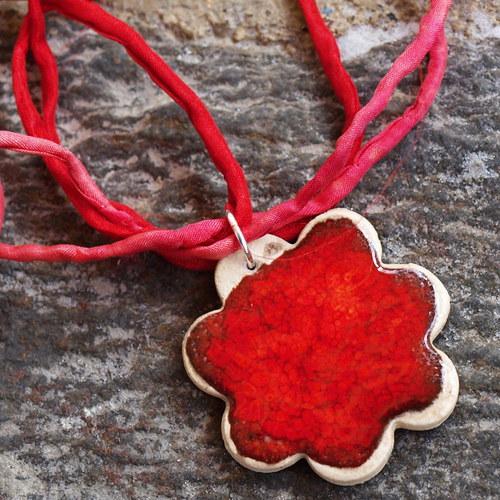 Červená květinka