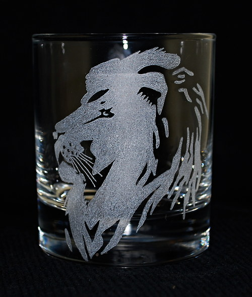 Whiskovka se lvem