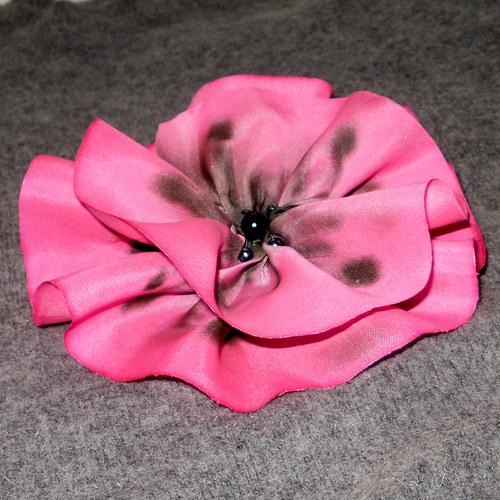 Hedvábná květina