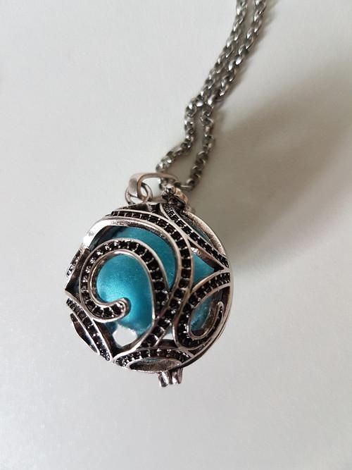 Otevírací náhrdelník na vonnou kuličku