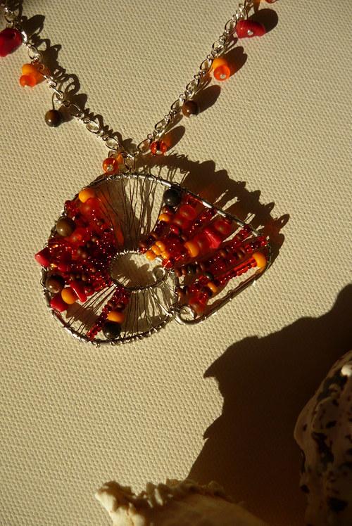 Drátkovaný náhrdelník Ulitka oranžová