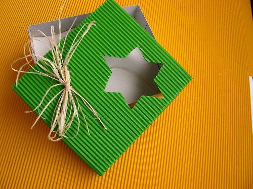 krabička  s výkrojem hvězda větší