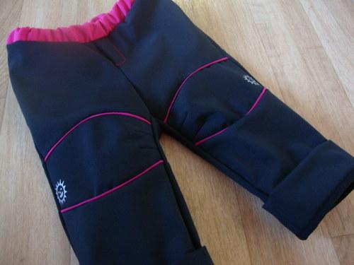 Rostoucí softshellové kalhoty černo - malinové