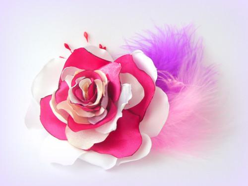 Brož elegantní růže.