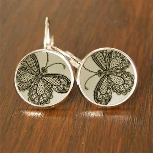 Motýli v šedozelené