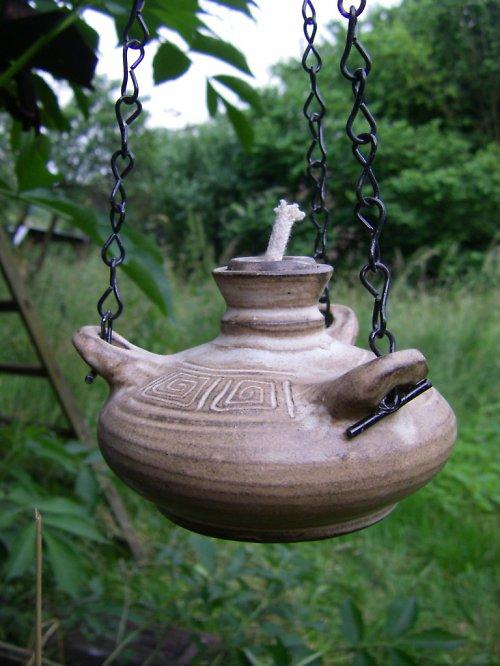 Závěsná olejová lampička