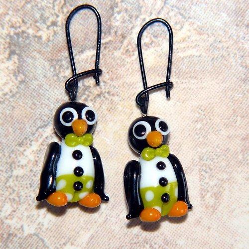 Náušnice tučňák v zelených kalhotech