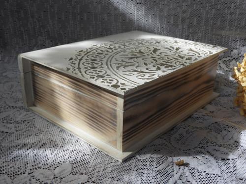 Originální krabička kniha s reliéfem