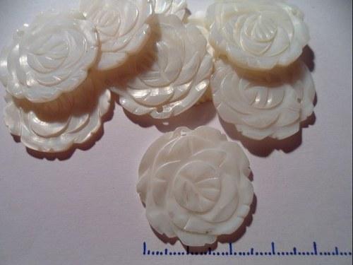 Perleťová růže přívěšek