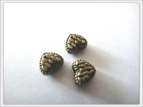 Kovový korálek, srdíčko starozlato (bal. po 5 ks)