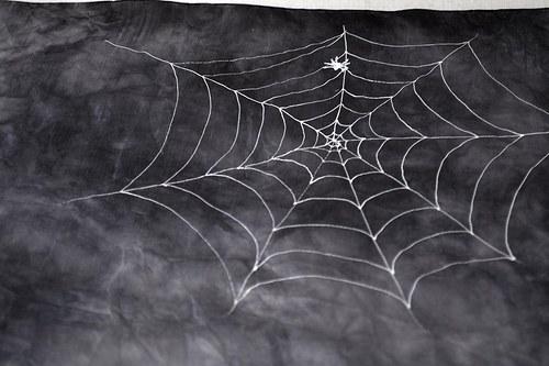Batikovaný šátek s pavouky