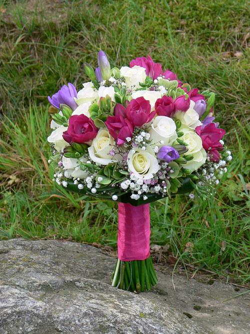 Lila bílá - kulatá kytice