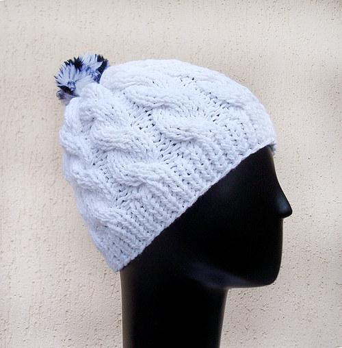 Sněhově bílá copánková čepice
