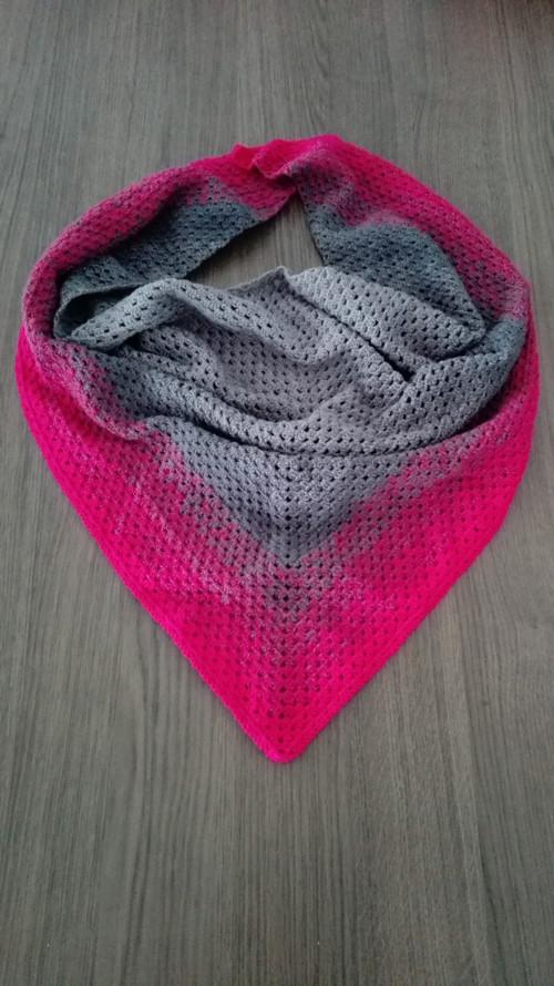 háčkovaný šátek šedo-růžový