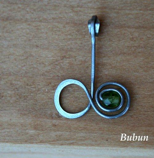 Přívěsek zelená  osmička - ležatka