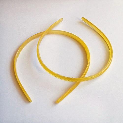 čelenka plast poloprůhl./ žlutá/ šířka 7mm/ 1ks