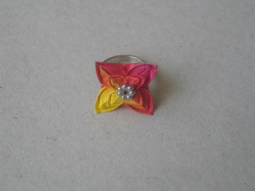 Malinkatý kytičkatý prstýnek
