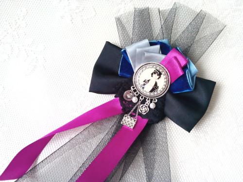 Vintage chanel lady (brooch)