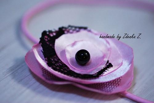Růžová čelenka s černou krajkou