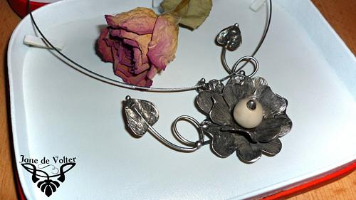 Blooming - cínovaný náhrdelník
