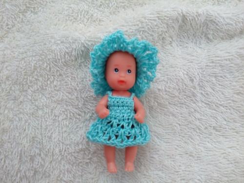 Klobouček a šatičky pro malou panenku