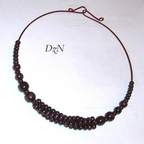 náhrdelník s šitým korálkem