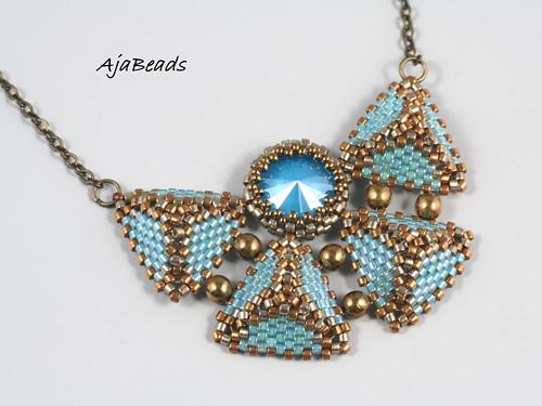 Pyramidky - motýlek tyrkysový - náhrdelník