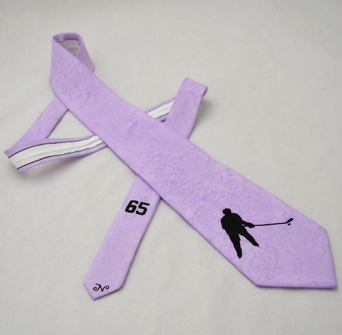 Kravata s hokejistou - světle fialová
