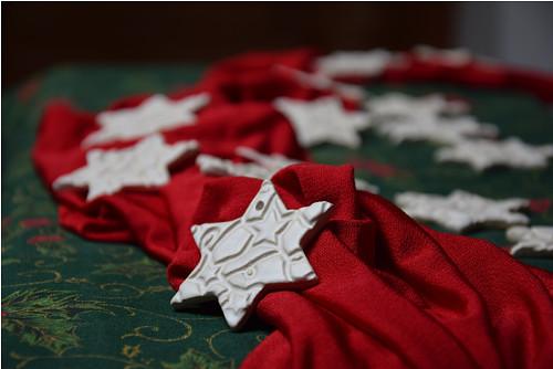 keramická ozdoba - hvězdička s reliéfem
