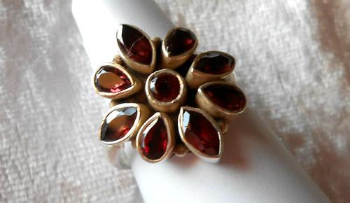 Stříbrný prsten - Granát (2)