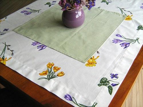 Jaro na stole - čtvercový ubrus