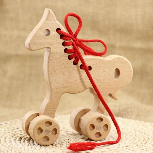 Dřevěný koník s kolečkama