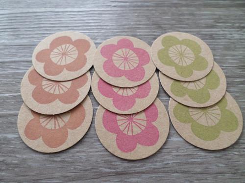 Kartonové výseky kytky s potiskem
