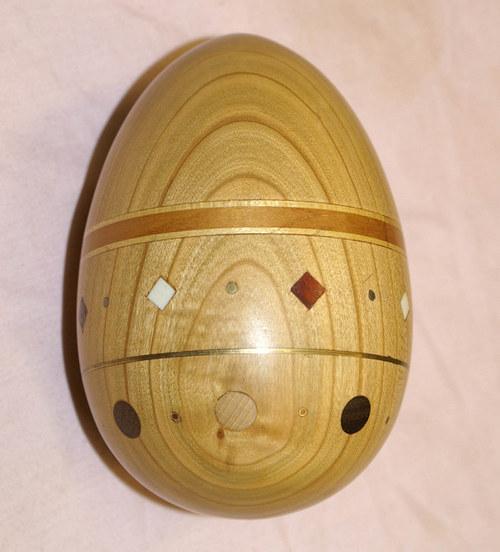 Vejce dřevěné s intarziemi