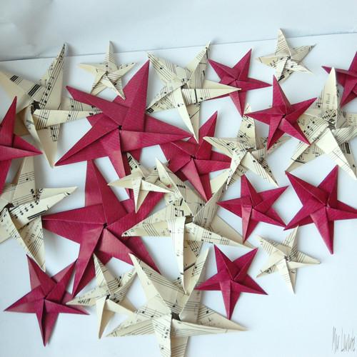 Papírové origami hvězdy notové a červené 10 kusů
