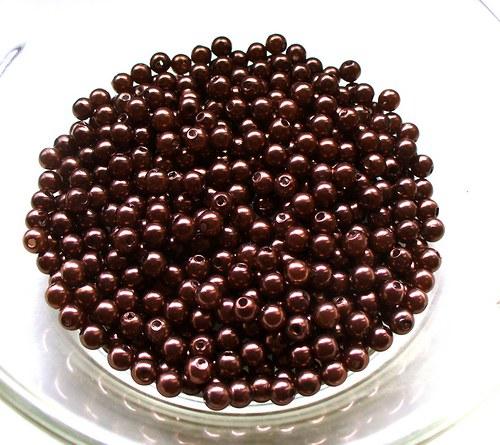 čokoládové perličky 4mm/ 100ks