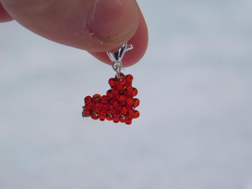 Srdíčko z korálků - přívěsek na náramek