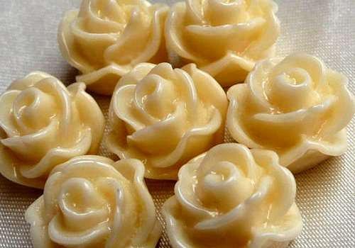 Plastová růže poupě 12 mm - krémová / 2 ks
