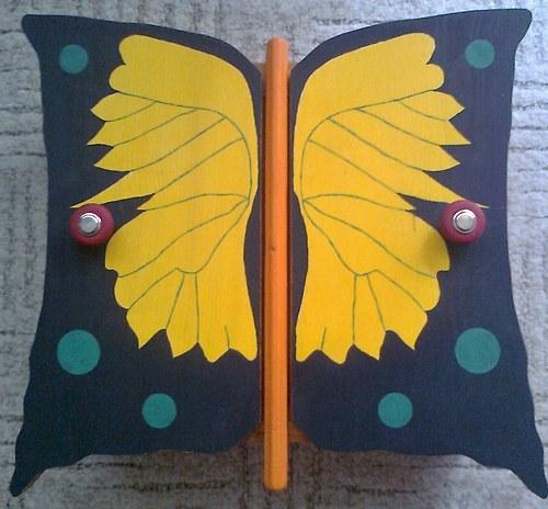 Dřevěná skříňka Motýlí tajemná