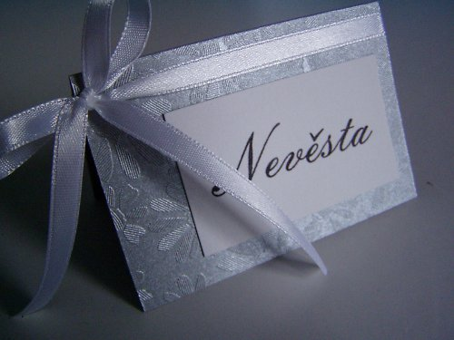 stříbrná jmenovka na svatební stůl..