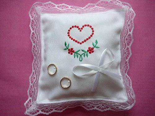 Svatební polštářek na prstýnky