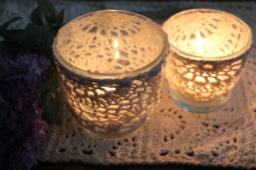 Romantický krajkový svícen na čajovku -větší