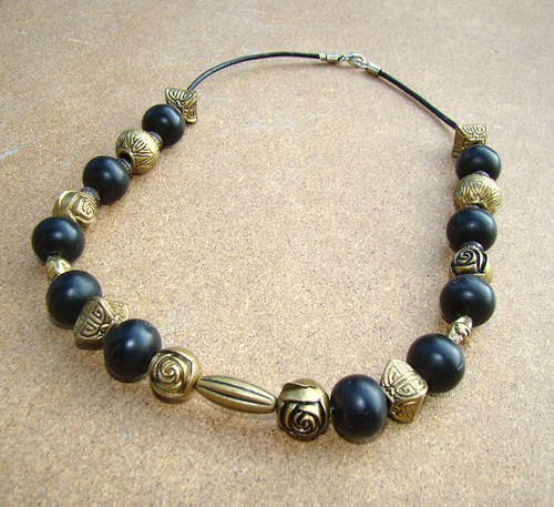 náhrdelník černostarozlatý