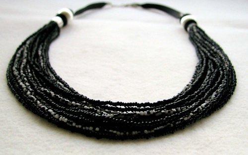 Černobílé šňůry