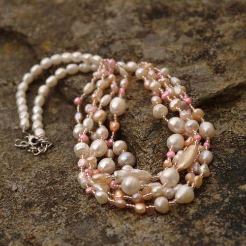 Rozkvetlý perlový náhrdelník, chir. ocel