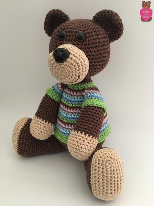 Medvídek v pestrém tričku