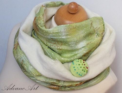Kvety na zelenej krémové Fleece