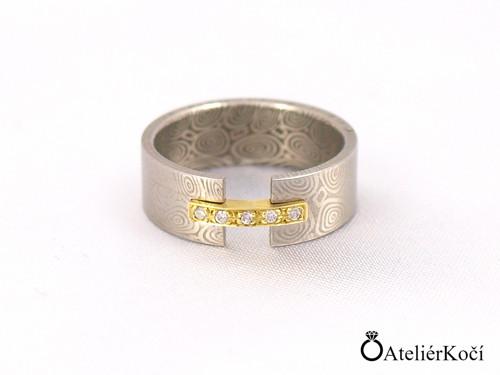 Prsten Maia se zlatým můstkem a diamanty