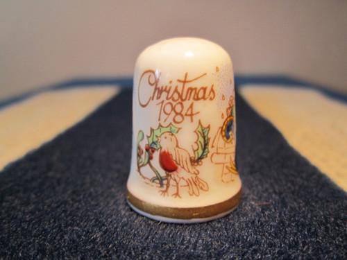 Porcelánový náprstek TCC Caverswall Vánoce 1984